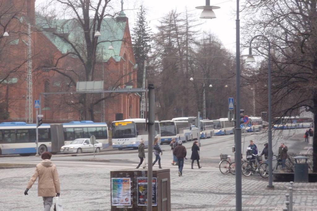 Bussijono Tampereella. Länsilinjojen ja Paunun saavutettu etu?